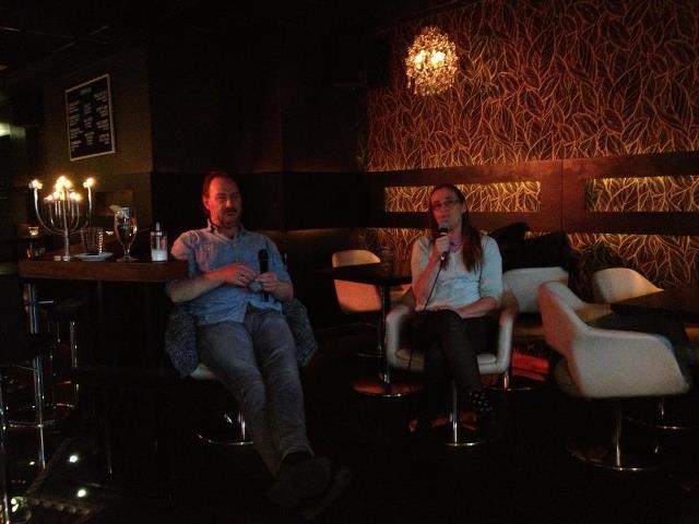 Grönt samtal på Tempel bar - Fotograf Monika Bubholz