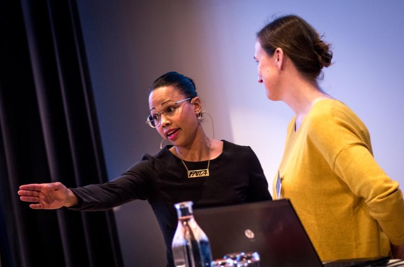 Kultur- och demokratiminister Alice Bah Kunke med Susanne Berggren från Riksteatern Värmland